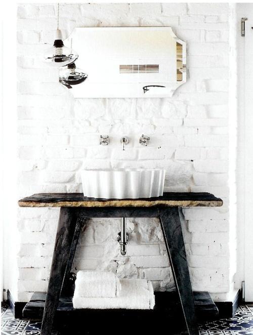 Phòng tắm dịu dàng với tường gạch (11)
