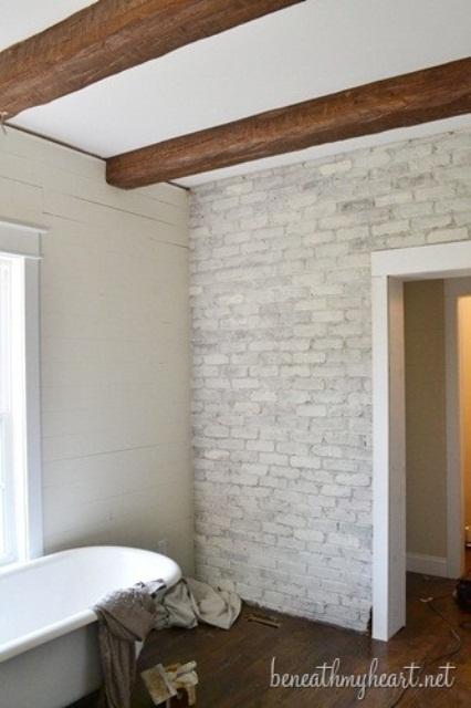 Phòng tắm dịu dàng với tường gạch (6)