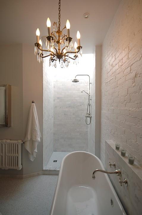 Phòng tắm dịu dàng với tường gạch (7)