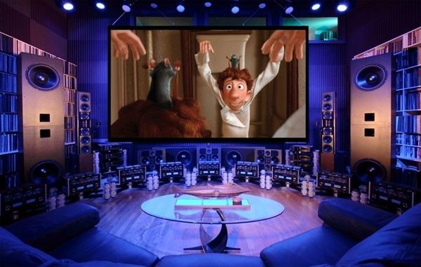 Rạp phim với hệ thống âm thanh hoành tráng.