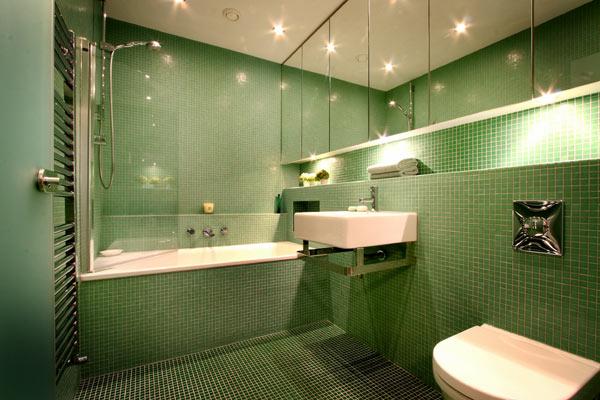 Vũ điệu sắc m� u trong phòng tắm (9)