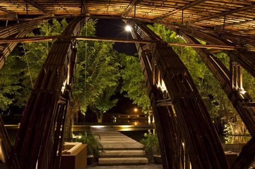 Nhà hàng tre bamboo wing 9